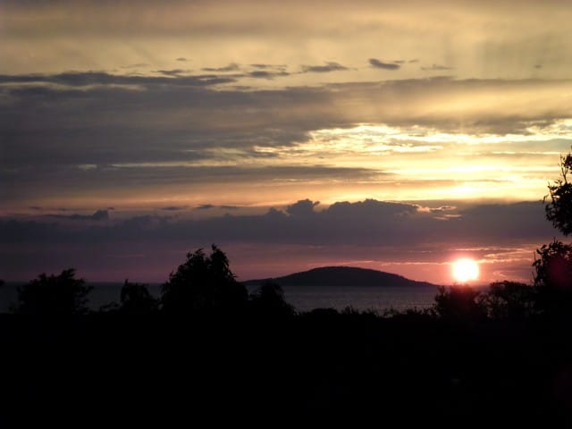 Kusten i solnedgång